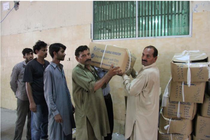 BSF roviding Ramzan food